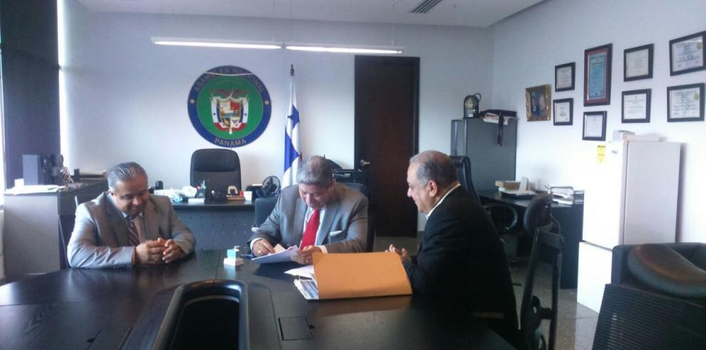Camacho presenta denuncia penal contra el presidente Varela