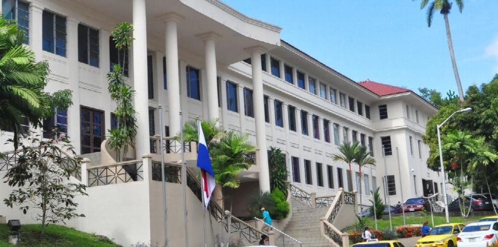 Bernal insiste en suspender licitación del puerto Corozal
