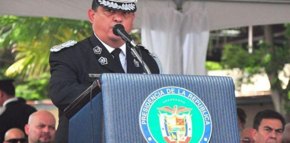 Chile condecora al director de la Policía Nacional