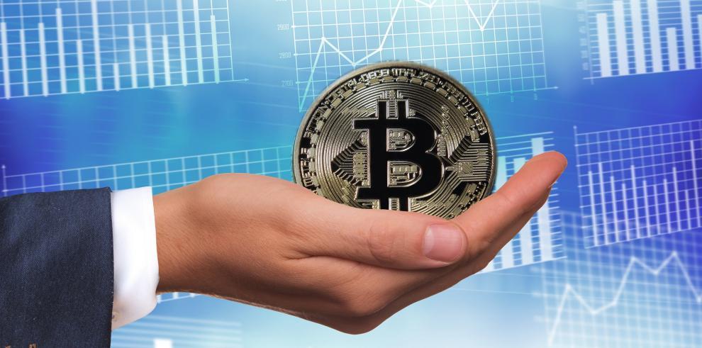 Bitcoin se recupera tras fuerte pérdida y gana el 10% en un día