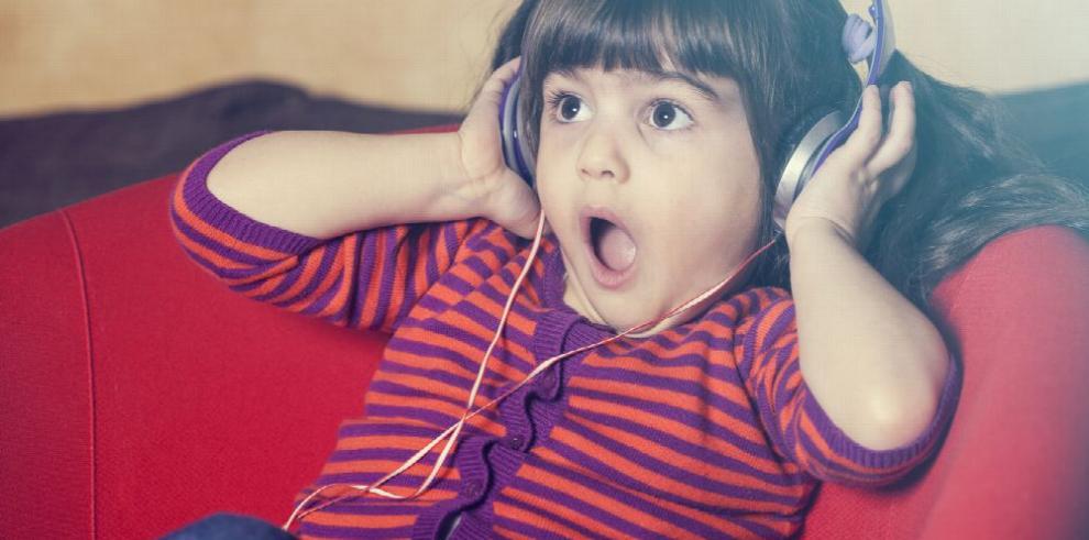 Niños pueden sufrir retraso del habla y perder audición