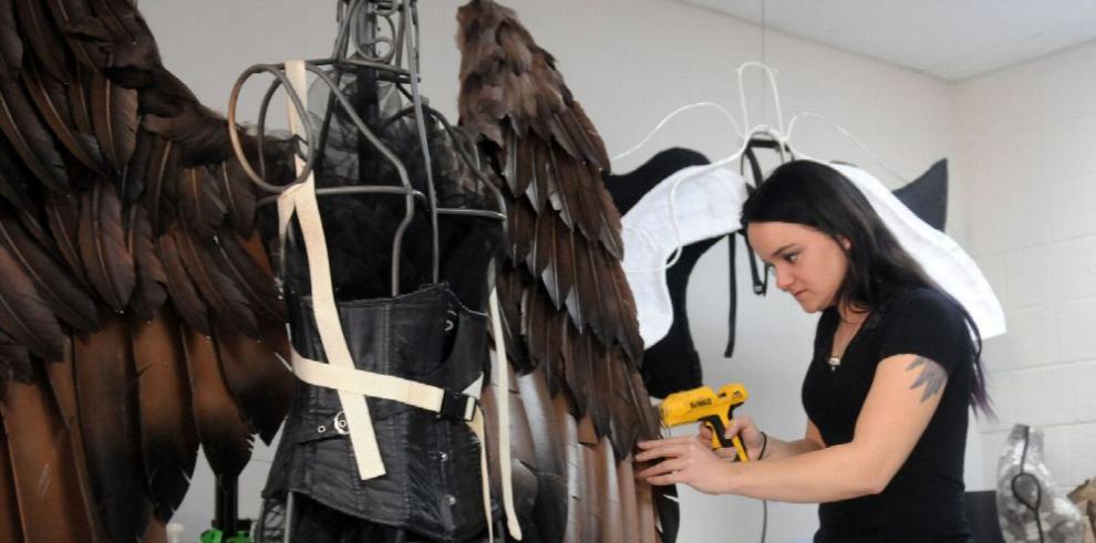 Inusual negocio de una artesana amante de las aves
