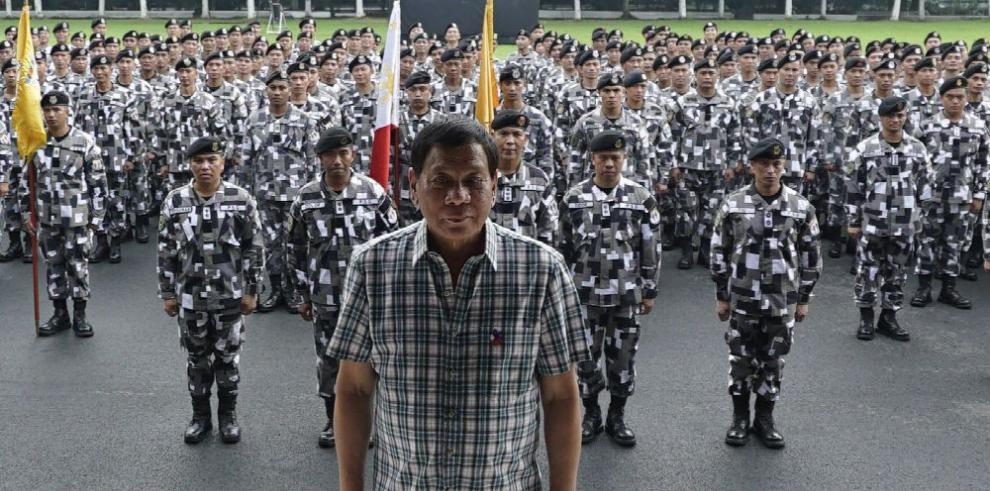 HRW califica como 'calamidad' el primer año de Duterte