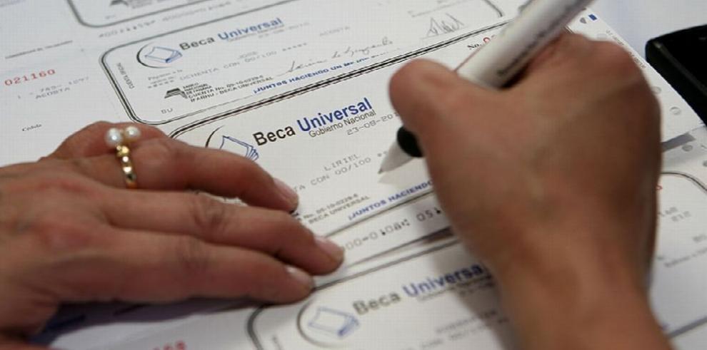 Demandan en la Corte un artículo de ley que creó la Beca Universal