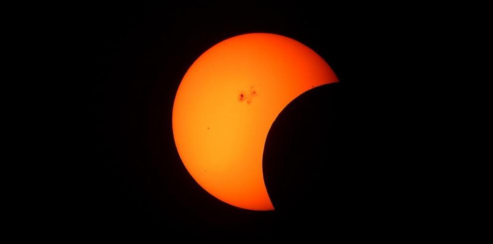 Centroamericanos esperan que el clima les deje ver parte del eclipse de sol