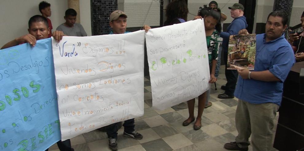 Precaristas marchan a la Presidenciapara exigir justicia por violentos desalojos