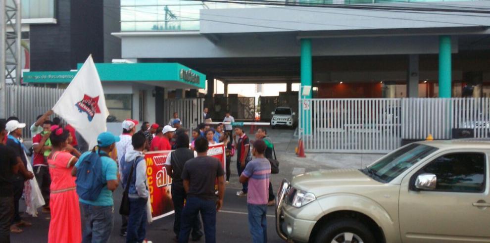 Invasores de Los Nogales, Pedregal, protestan ante televisora por desalojo