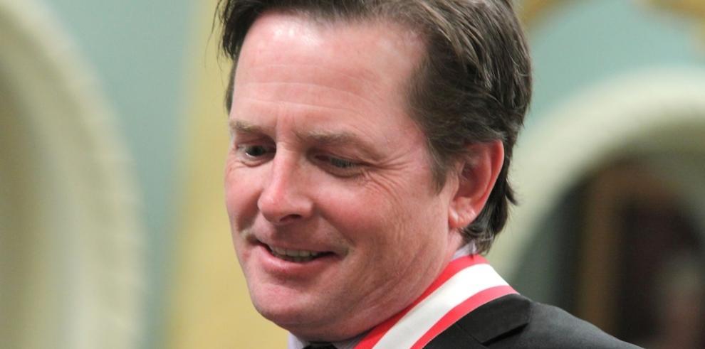 Michael J. Fox se ríe de sus limitaciones físicas derivadas del párkinson