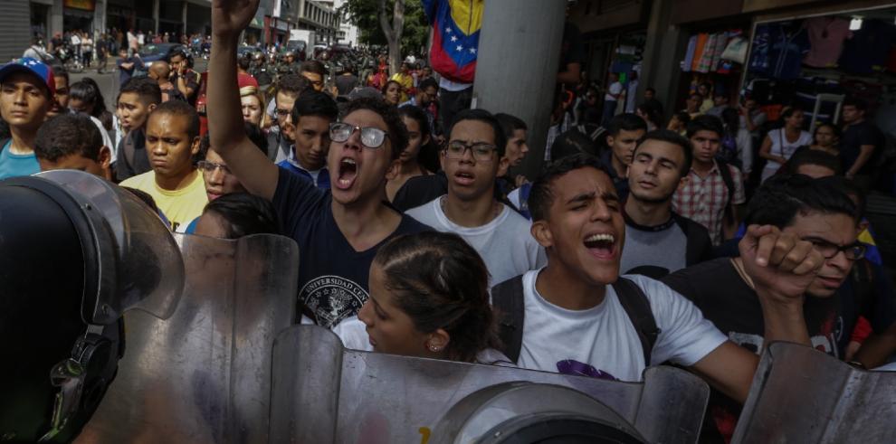 Uruguay evalúa la situación de Venezuela junto a otros países
