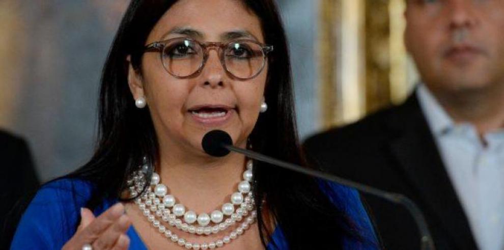 Delcy Rodríguez se reúne con grupo de presos y dice pasarán Navidad en casa