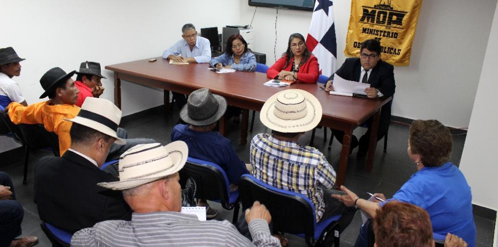 MOP atiende solicitud para mejoras del camino Loma Bonita-La Gavilana