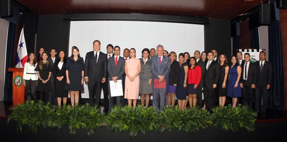 Cancillería abre concurso para la carrera diplomática y consular