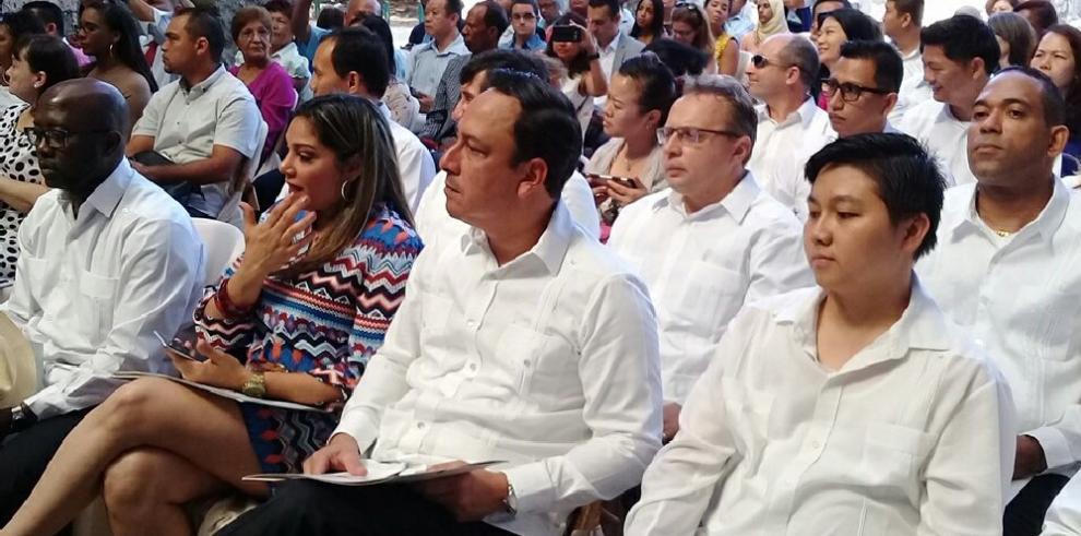 Extranjeros obtienen la ciudadanía panameña