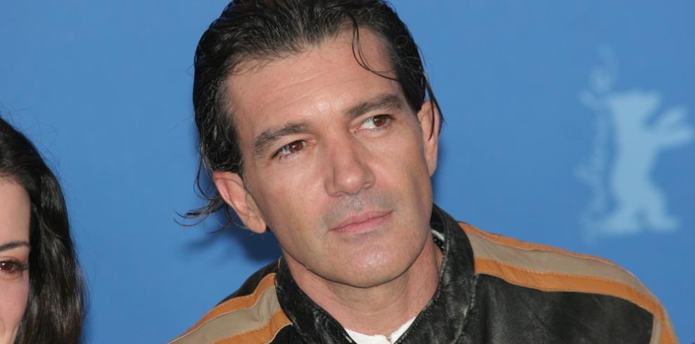 Antonio Banderas y Nicole Kimpel presumen de amor en Suiza