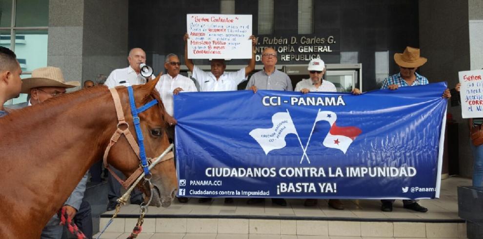 Protestan en los predios de la Contraloría contra lo impunidad
