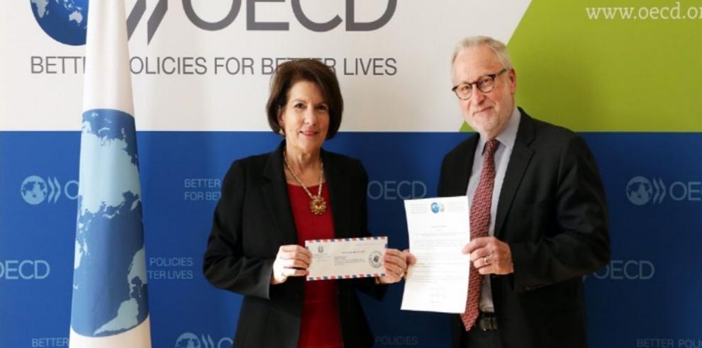 Panamá ratifica convenio de la OCDE
