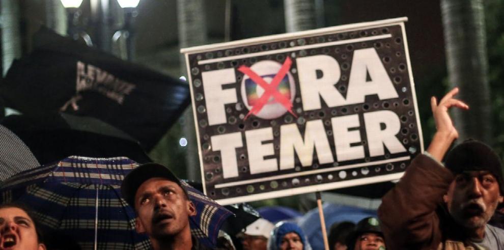 Economía brasileña crecerá levemente, pese a crisis política
