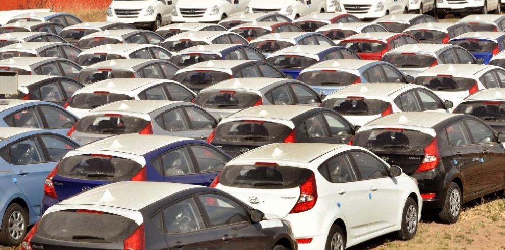 Caen 12.2% las ventas de autos nuevos en los primeros dos meses