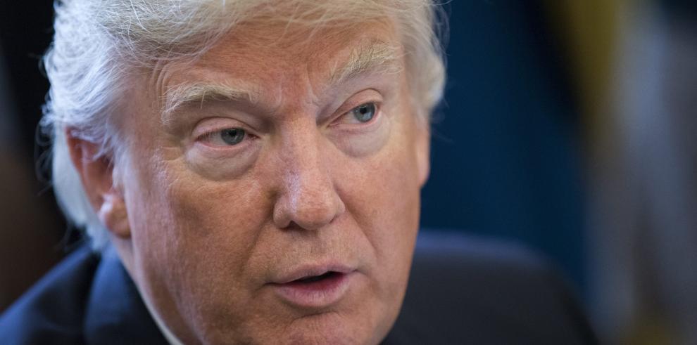 Trump amenaza con intervenir Chicago si sigue la