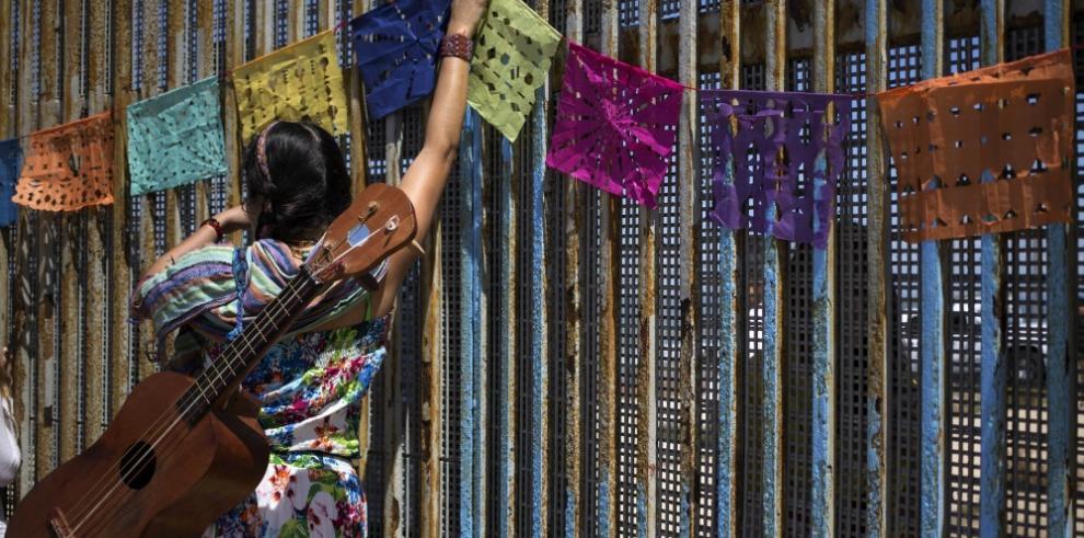 Oposición en México sugiere demanda ante ONU por construcción de muro