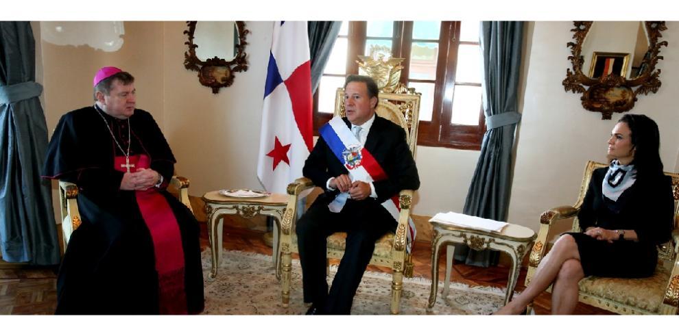 Presidente Varela recibe cartas credenciales de Nuncio Apostólico