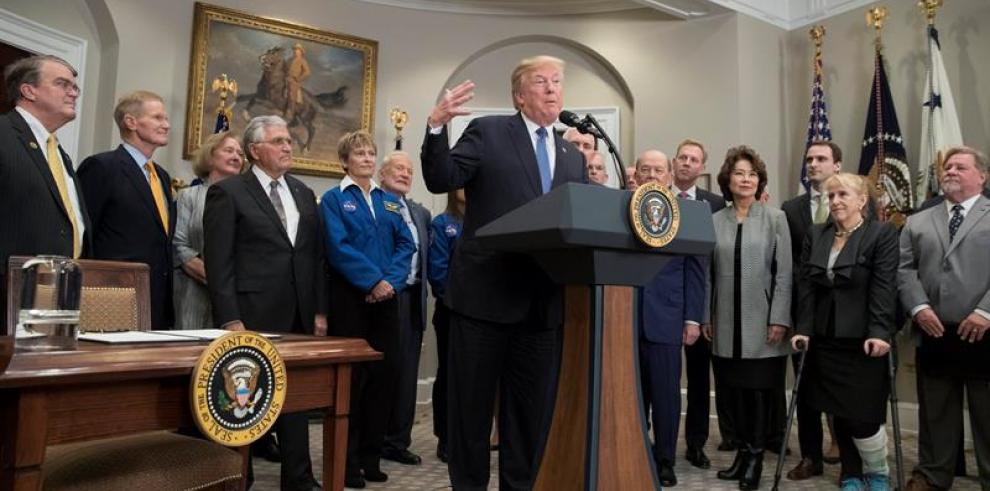 Trump marca como reto de EE.UU. el regreso a la Luna y llegar a Marte