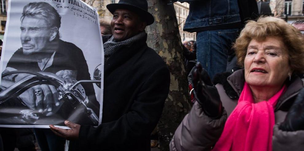 París se vuelca en homenaje a Hallyday