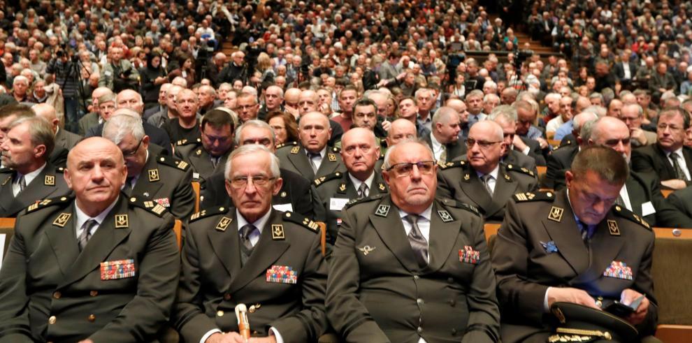 Croacia homenajea como héroe a criminal de guerra que se suicidó en La Haya