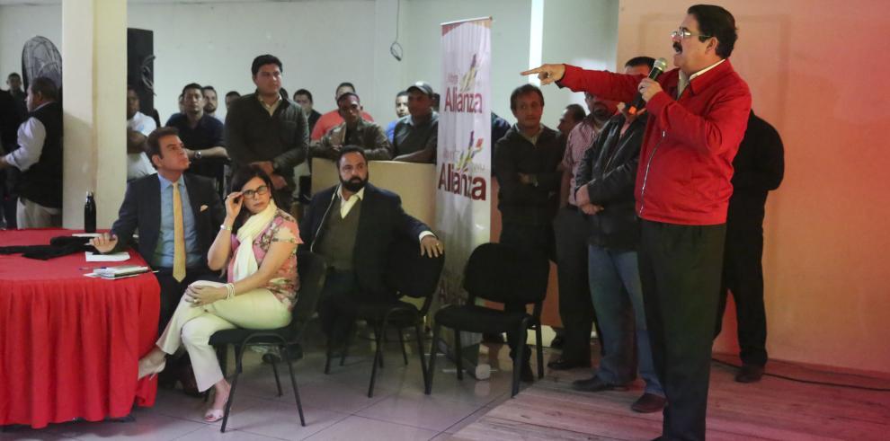 Zelaya denuncia injerencia de EEUU en comicios y Nasralla insiste en