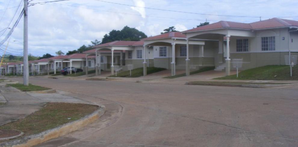 Panameños deben $12,794 millones en préstamos de viviendas