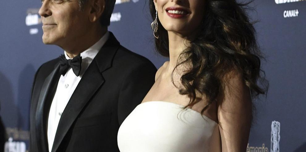 George y Amal Clooney donan un millón de dólares