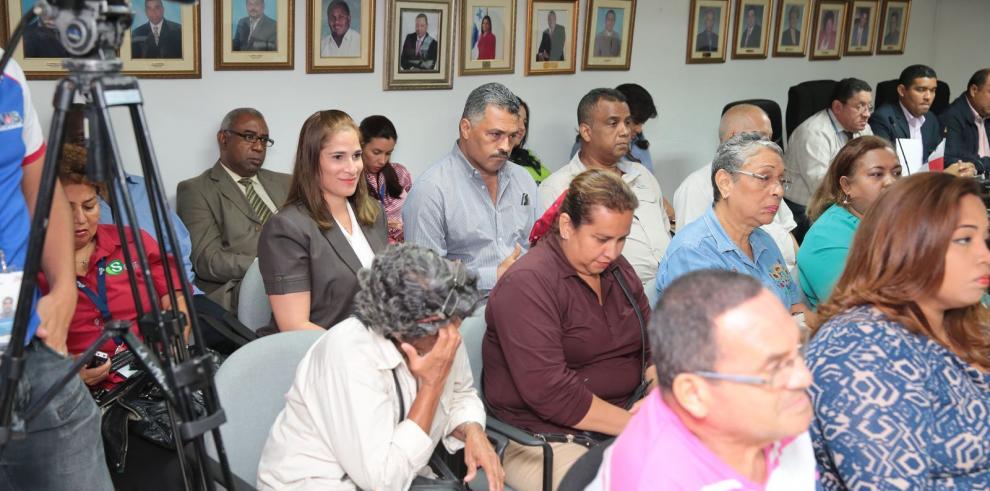 Concejales acuerdan suspender futuras construcciones en Condado del Rey