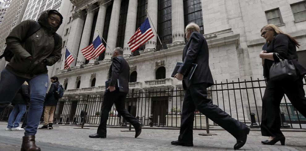 Desempleo en EE.UU. baja 4.5% en marzo