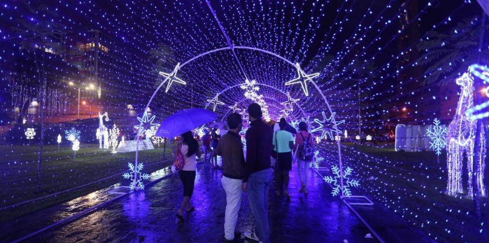 El espíritu de la Navidad recorre el parque Francisco Arias Paredes,