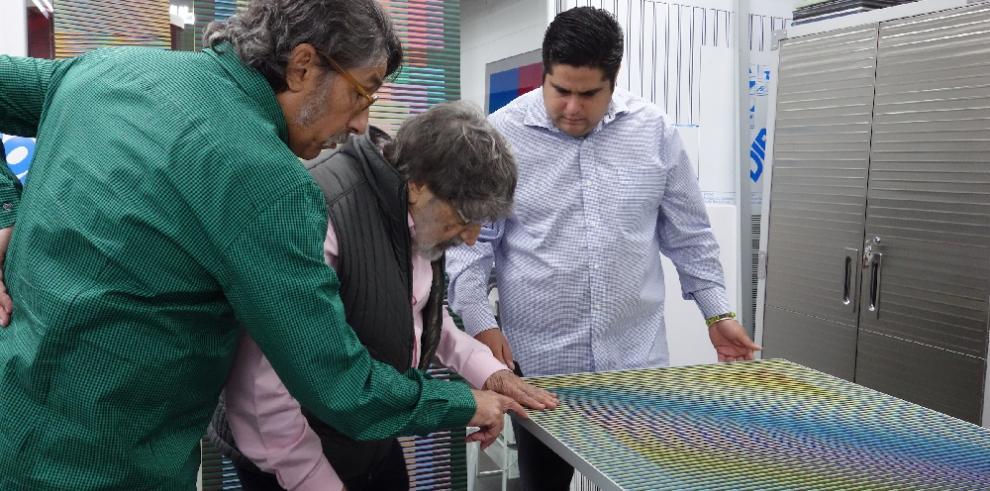 """Muestra de Cruz-Diez producida en Panamá gana premio """"Mejor exposición del año"""""""