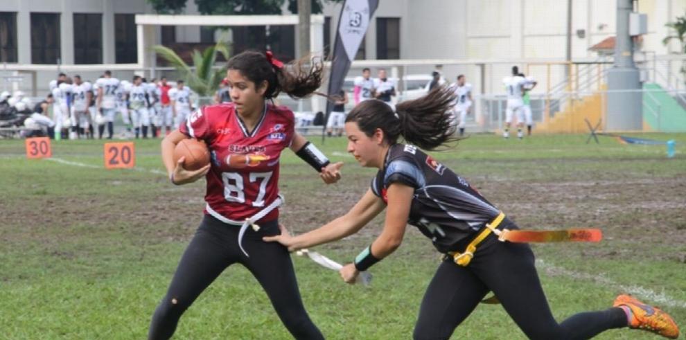 Slaves, líder del Flag Football Femenino Varsity Kiwanis