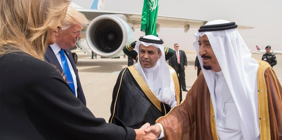 Melania e Ivanka Trump dan que hablar en EEUU al evitar el velo en A.Saudí