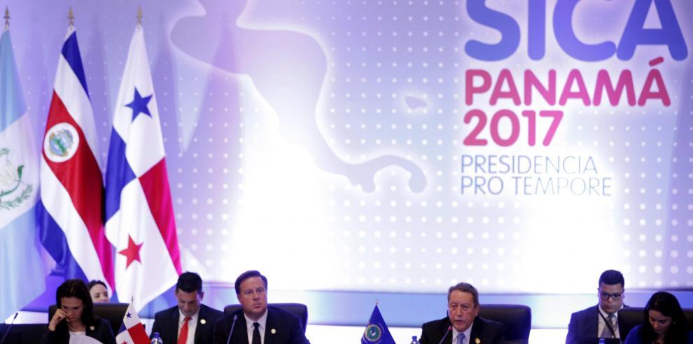 Presidentes del SICA concluyen tibia declaración sobre la crisis hondureña
