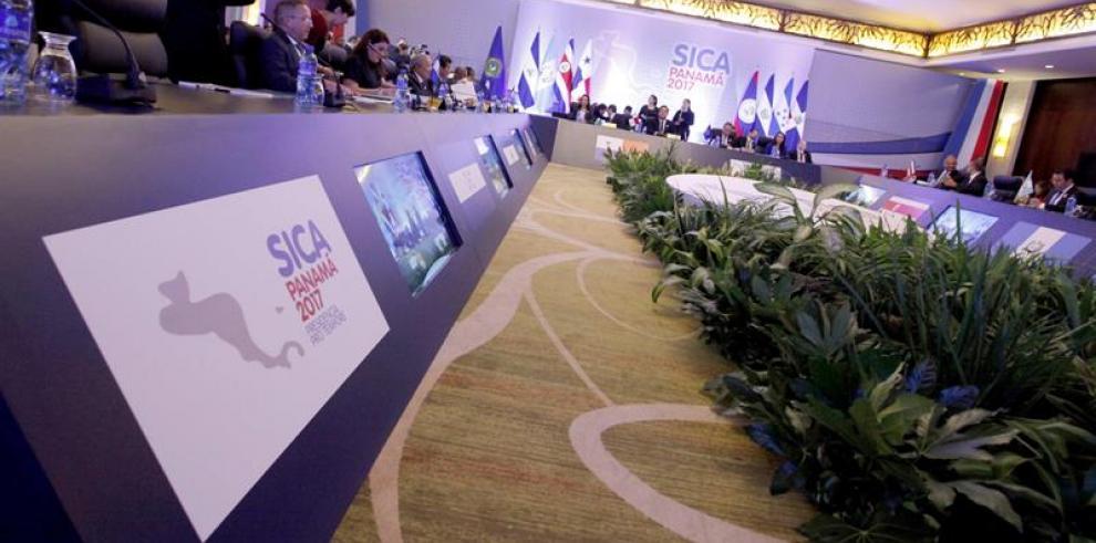 Empieza cumbre del Sica con ausencia de última hora del presidente hondureño