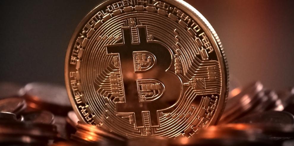 Acusan a mujer en EEUU por blanqueo de dinero con bitcoines para apoyar al EI