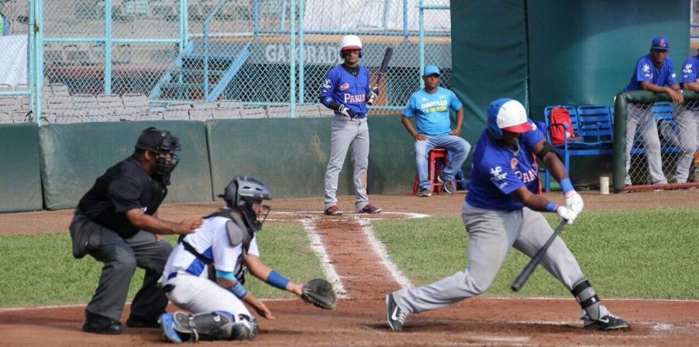 Panamá gana a El Salvador, pero pierde a diez jugadores por una gresca