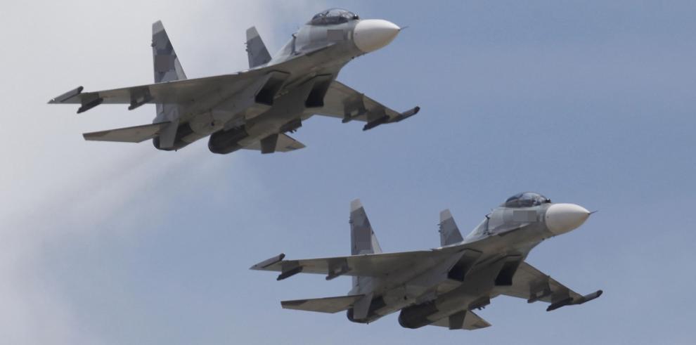Dos aviones despegan de la base siria atacada por EEUU
