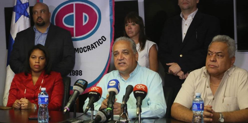 Camacho pide reconsiderar decisión directiva