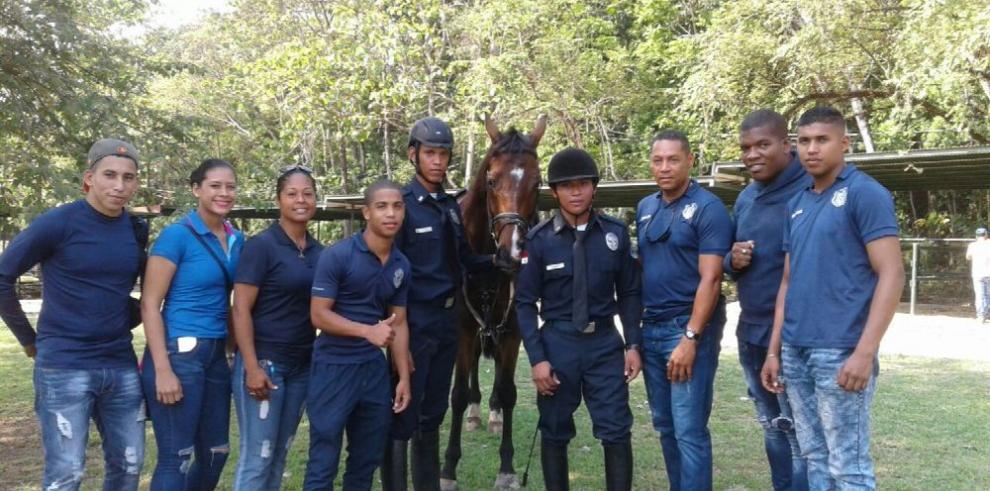 Jinetes de la Policía se destacan en torneo