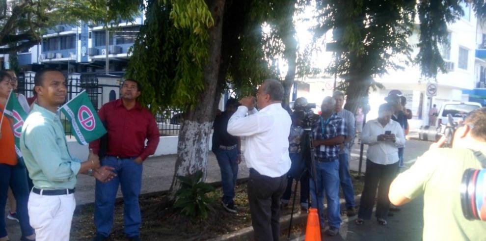 Simpatizantes de CD protestan frente al Ministerio Público