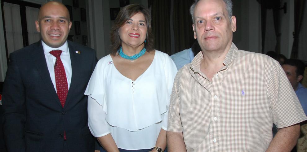 Presentan libro por el centenario de la Cruz Roja Panameña