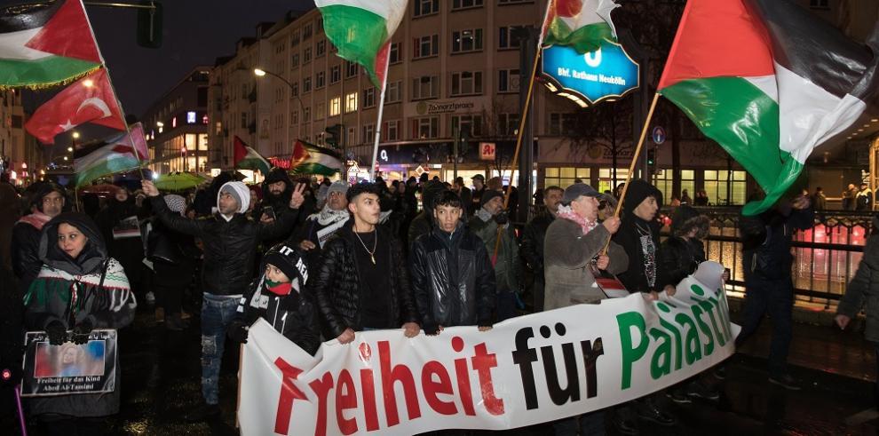 Miles de personas participan en la marcha semanal contra la corrupción