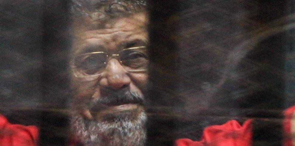 Expresidente egipcio es condenado a tres años de cárcel