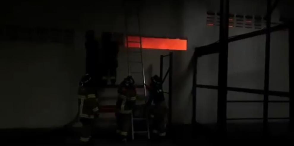 Incendio en la Zona Libre se expande a una segunda galera