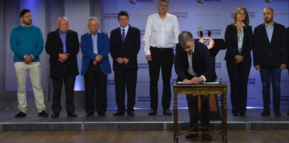 Salario mínimo en Colombia aumenta un 5,9 % y queda en 262 dólares para 2018